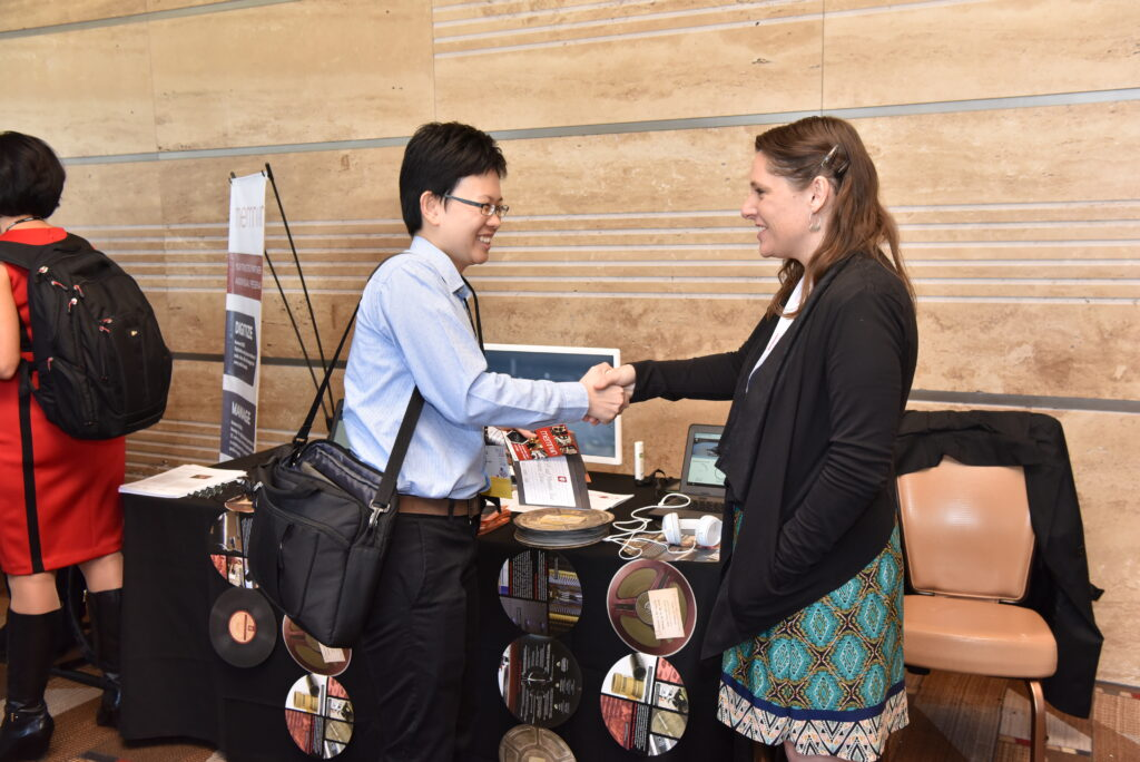 attendee and vendor shaking hands at 2018 Forum